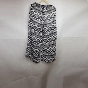 🔴SALE🔴 L Love Black White Geometric Pattern M